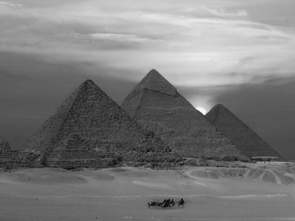 beautiful-sunset-view-of-the-egyptian-pyramids