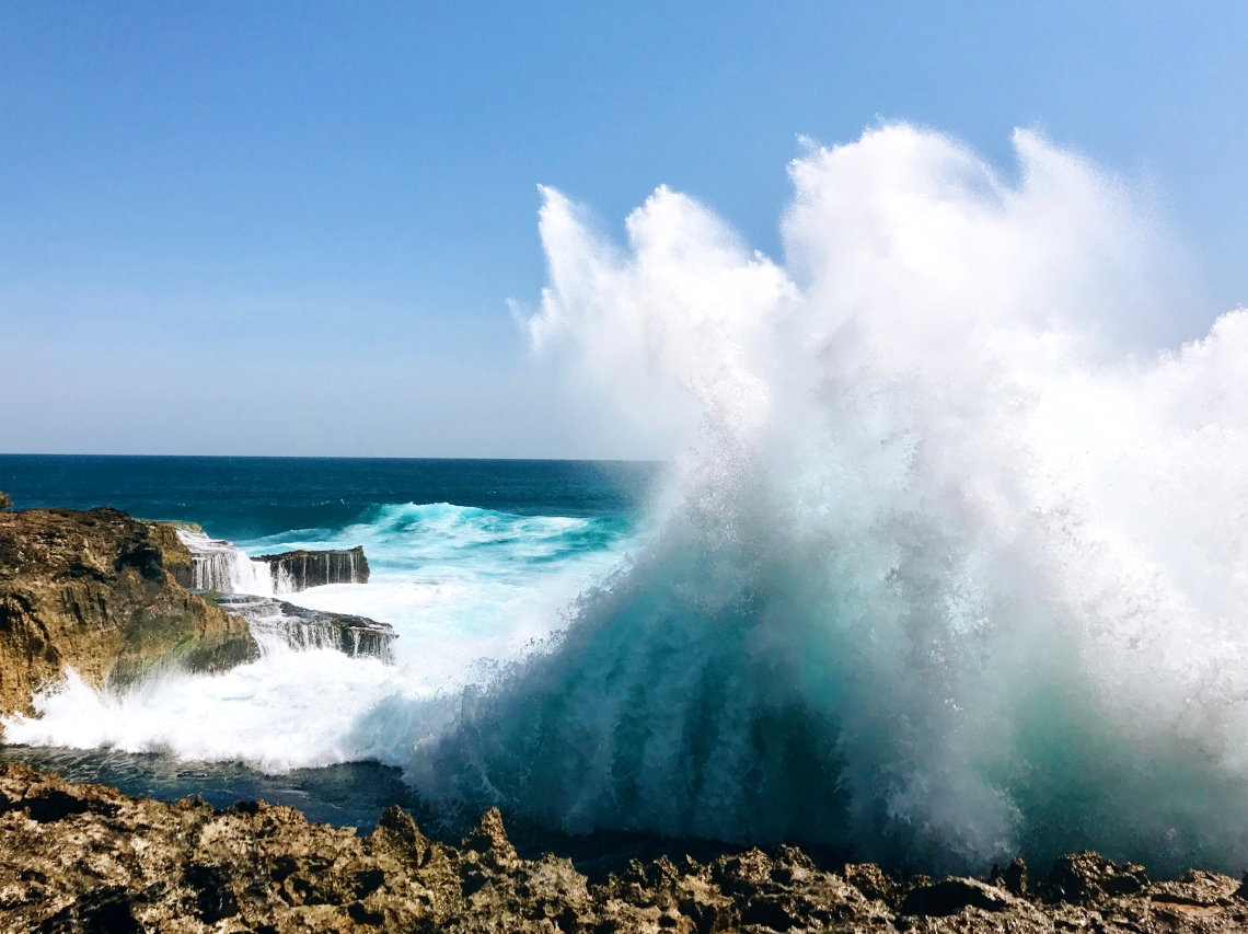 Waves at Devil's Tear (Nusa Lembongan, Bali)