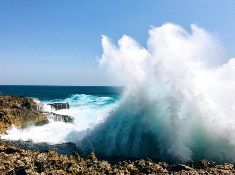 Waves at Devil's Tear (Nusa Lembongan, Bali)